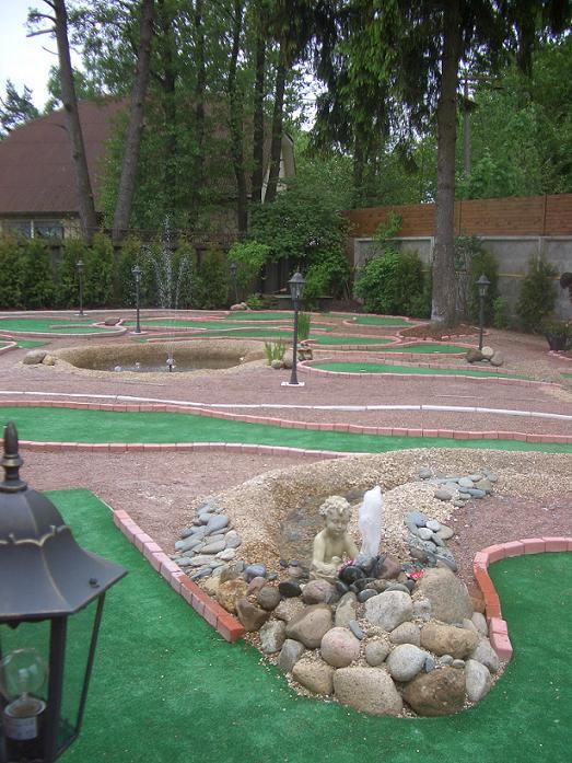 фото поля для мини-гольфа